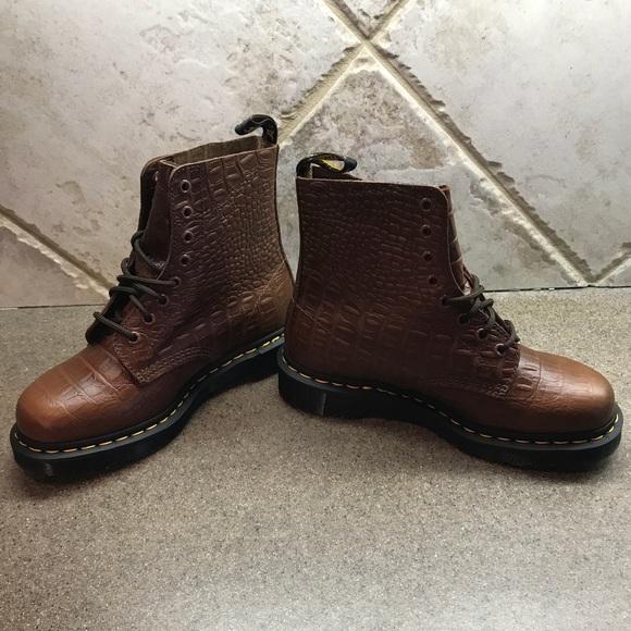 5dbdb4492e2985 NiB Ladies Dr Martens Pascal Croc Boots Size 8